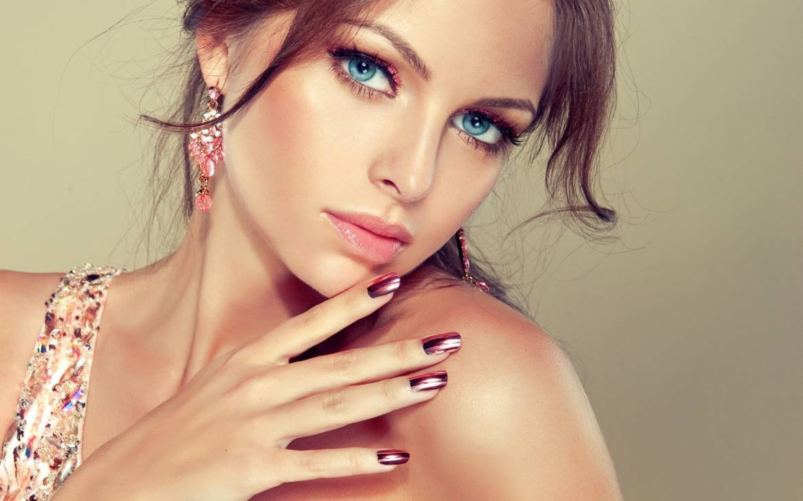 Blue-Eyes-Model-Girl-Makeup.jpg